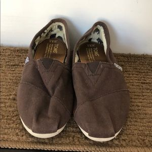 Shoes - Toms Brown Slip On